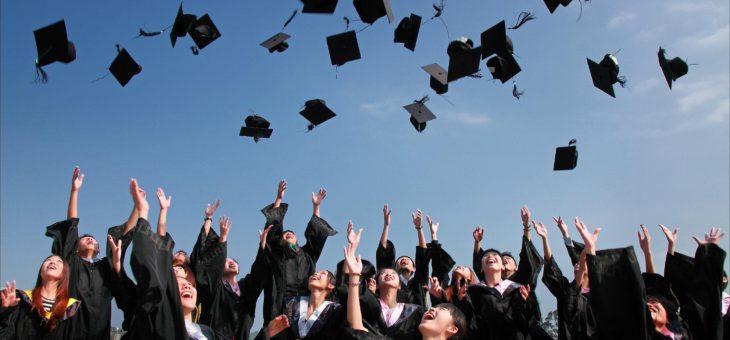 Budete brzy absolventem? Nezapomeňte vyřešit zdravotní a sociální pojištění